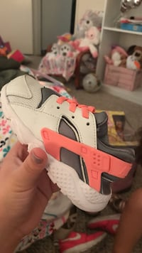 toddler's white, pink, and black nike huarache Los Angeles, 91607