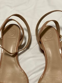 Tory burch sandals Toronto, M1W 3W3