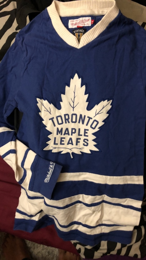 promo code 4c23b 305a5 Blue and white toronto maple leafs v-neck hockey jersey