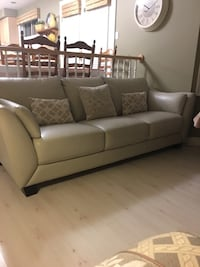 Brand New condition. Real leather sofa bought at the Brick 3 weeks ago. Willing to negotiate a little    Grimsby, L3M 5L5