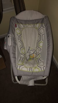 Brand new baby's gray and white bassinet Suffolk, 23435