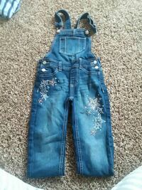 girl's blue dungaree