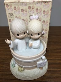 """Precious Moments  music box """"Let the Whole World know"""" Marshallville, 44645"""