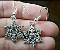 Brand new Christmas earrings 586 mi