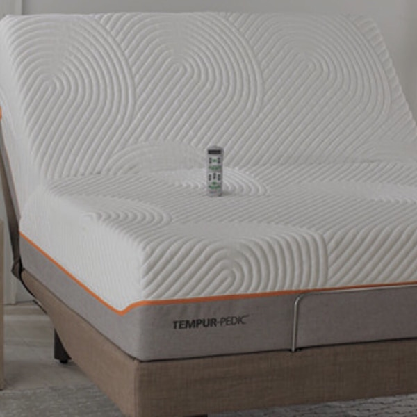 huge selection of 3ef1c 6aa08 Tempur-pedic cool touch adjustable Elite Queen mattress and adjustable  bottom w/remote