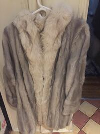 Beautiful and great condition vintage fur coat. It's about a medium or 8-10. Check out my other vintage coat. Ladies mink. Laval, H7Y 2C1