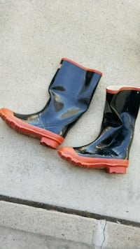 Size 10 rain boots NEW