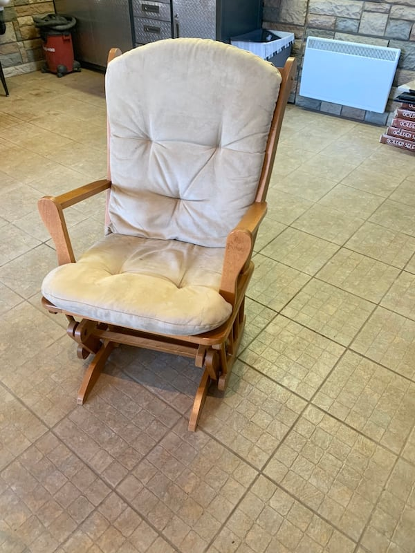 Chaise Bercante - Rocking Chair 3466c561-44d4-4e1b-ad63-dabeed6fc7c7