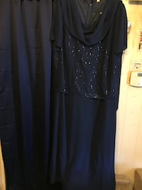 Navy evening gown, with sequins on front top part. Size 22 Lockport, 60441
