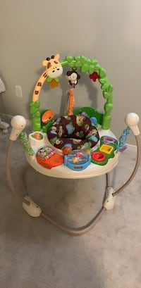 baby's white and green Fisher-Price jumperoo Milton, L9E