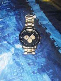 I have a brand new men's watch in great condition works great.  Albuquerque, 87109