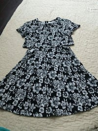 black and gray floral cap-sleeved zip-back crop to Mississauga, L4W 3X6