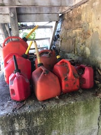 red jerrycan lot Hillsboro, 63050