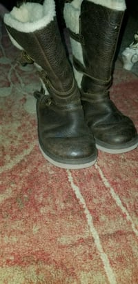 Little  ugg  boots size 1