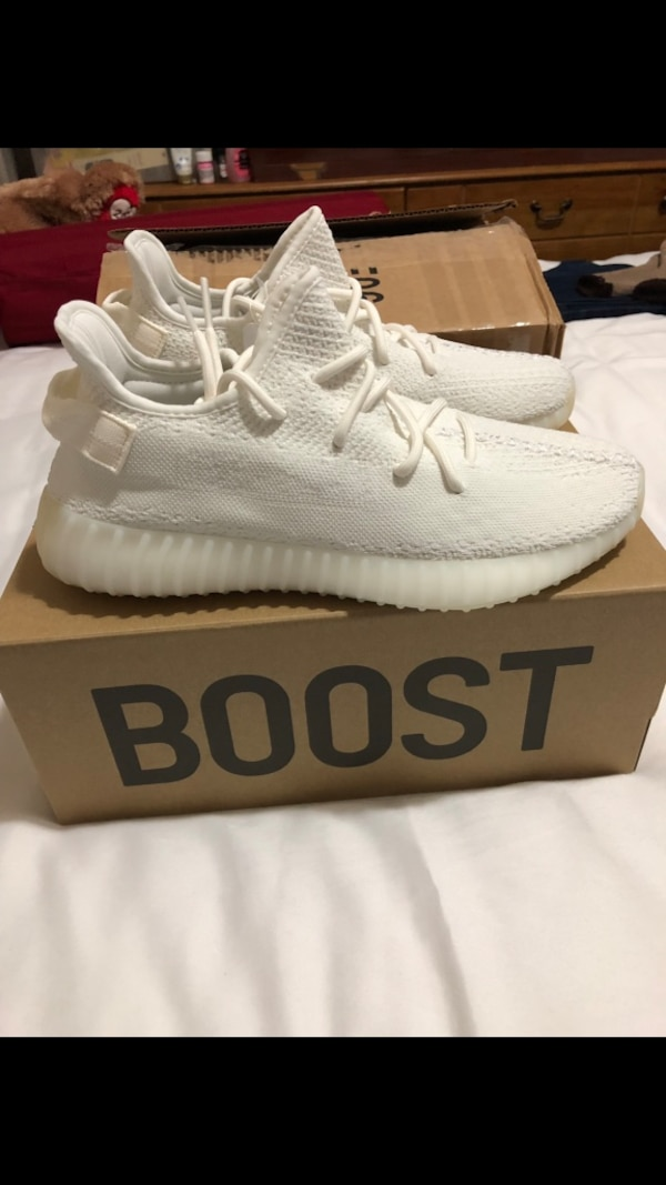 huge selection of eaf6d b4fa4 Yeezy Boost 350 V2 triple white 10.5