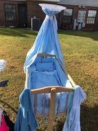 Bassinet hardly used has been in storage, some damage on one of the legs but nothing crippling  Cochran, 31014