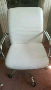 White leather rolling armchair Alameda, 94501
