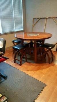 Dining Room Table with stools 58 km