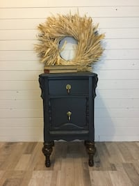 Antique bedside table Barrie, L4N 8T5