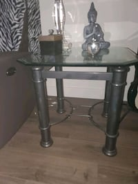 2x Side tables