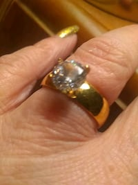 gold-colored diamond ring Hagerstown, 21740