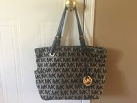 Michael Kors bag. Grey/black. Great condition except for small area at the back of the purse as shown in the picture. Ajax, L1T 4H2