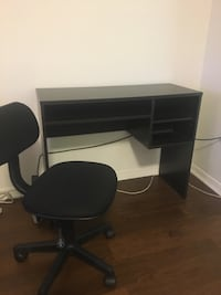 Brand new desk with built in organizers. CHAIR INCLUDED FOR FREE 42 km