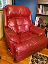 Worn-in comfortable leather recliner Alexandria, 22309