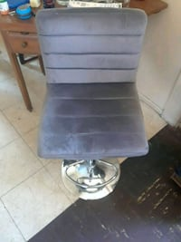 black and gray rolling chair Bakersfield, 93305