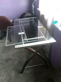 Brand new glass desk must go Milpitas, 95035