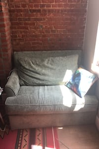 Couch New York, 11206