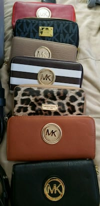 WALLETS  THEY ARE NOT 100 % AUTHENTIC..GOOD QUALIT 82 km