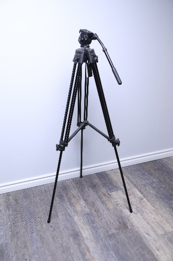 Heavy-duty Video Tripod w/ Fluid Head
