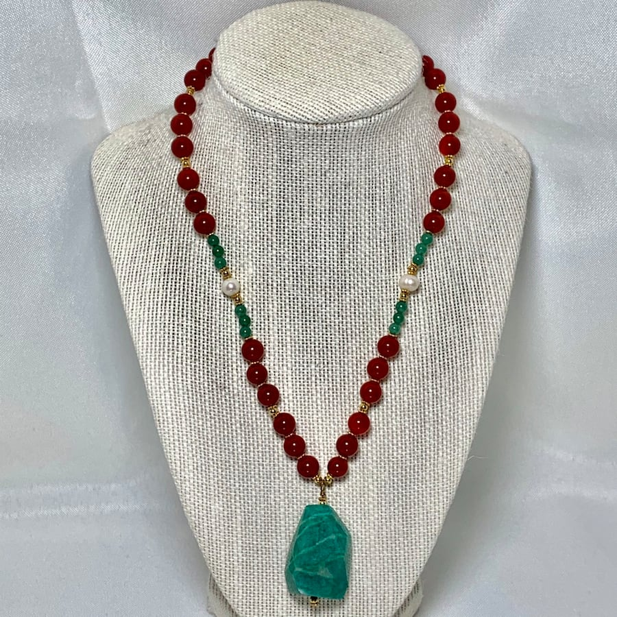 Genuine 14k Gold Jade Coral Beaded Necklace cc434b8d-8325-4aa9-abe0-35d88b4c9e72