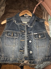 Vintage guess jean jacket  St Catharines, L2M 4R9