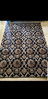 Carpet/rug set with 2 runners and a mat