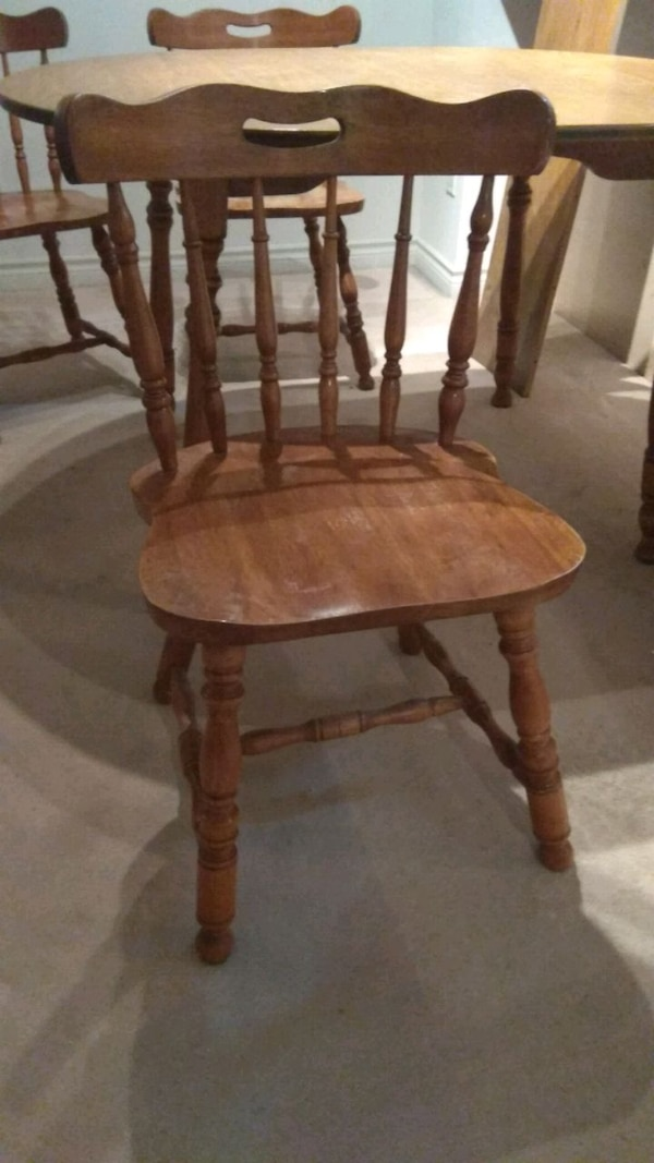 Dining set with 4 chairs 92856d61-9bdf-4d68-a8c6-be92a0822503