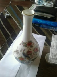 white and red floral ceramic vase Victoria, V8W 2G5