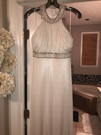 Women's white shimmery gown. Size 0   Columbus, 31909