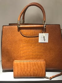 Tan Crocodile Handbag Set  Warner Robins, 31098
