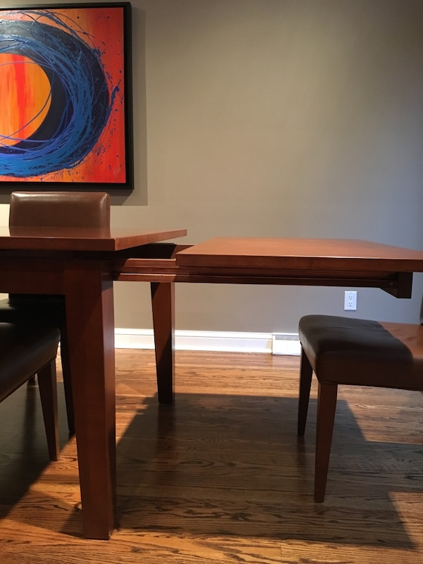 Large wood dining table **must be picked up by Monday before noon** 9f24ccc4-0d54-4ebc-a2a2-d6ae246e7aed