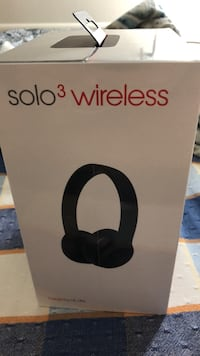 Beats solo 3 wireless - brand new  29 km
