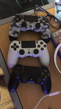 3 ps4 controllers 262 mi