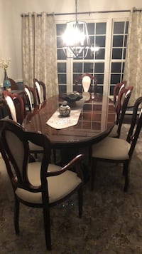 Cherry table with 8 chairs, leaf & pads