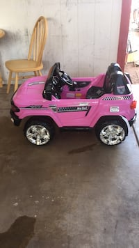 toddler's pink and black ride on toy car Tempe, 85282