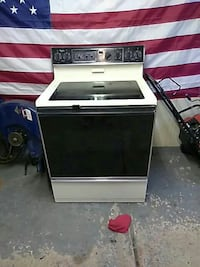 Whirlpool electric glass top stove perfect working Garden City, 48135