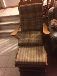 Brown wooden framed brown padded glider chair St Catharines, L2M 6V3