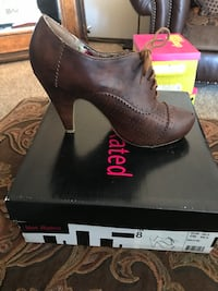 Woman's brown shoes