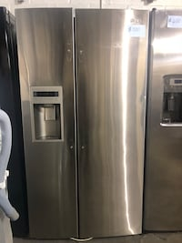 LG side by side refrigerator in excellent conditions Baltimore, 21223
