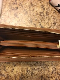 Brown faux leather wallet gold zipper Charlotte, 28204